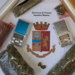 Detenzione e spaccio di droga, catturati tre giovani: avevano in casa dosi di marijuana