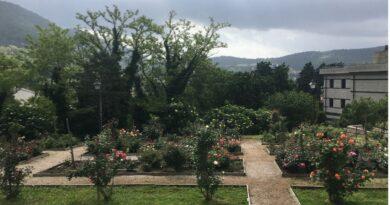 """Prosegue la rassegna culturale  """"Rose, Libri Musica, Vino"""" nel Parco di San Giovanni"""