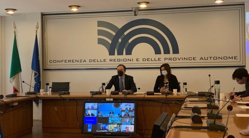 """Covid-19 e riaperture, Conferenza delle Regioni: superare indice Rt. In FVG incidenza da """"zona bianca"""""""