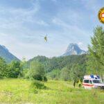 Incidenti in montagna: scontro tra due parapendii e caduta di 50 metri in parete