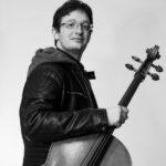 """Tra scienza e musica: esce """"Qubit"""" il nuovo album del violoncellista e compositore friulano Riccardo Pes"""